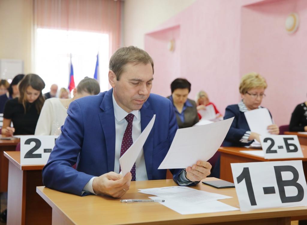 Министр образованияРТ сдал ЕГЭ порусскому языку